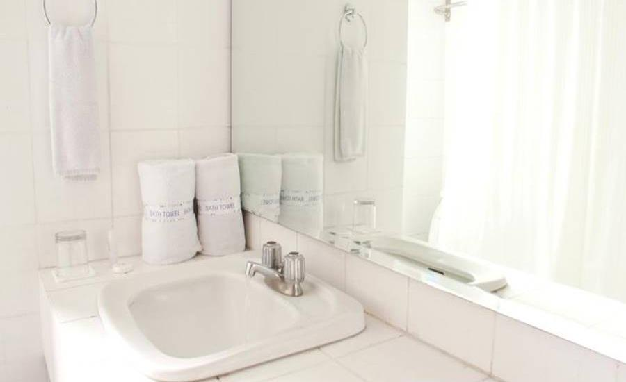Apartemen Puncak Marina Surabaya - Kamar mandi