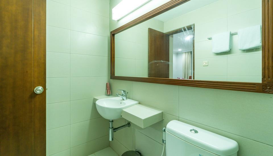 Sofyan Hotel Soepomo Tebet - Bathroom