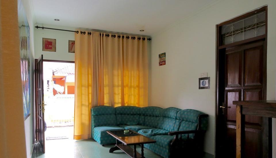 Morotai Camp Hostel Bali - Ruang Tamu