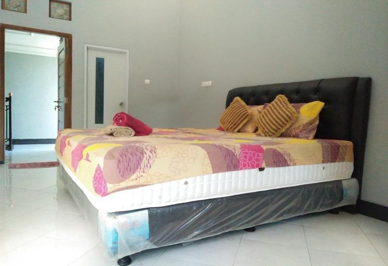 Rifqi Guesthouse Pacitan - Kamar tamu