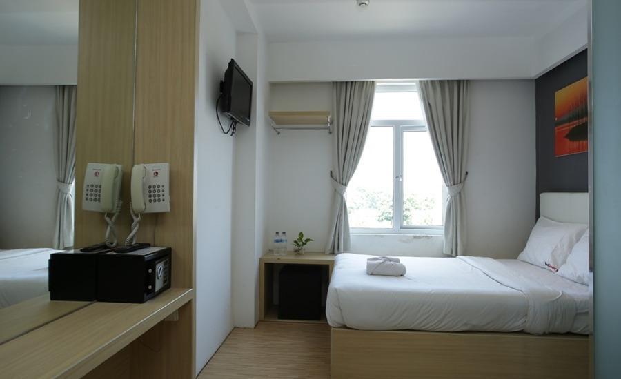 RedDoorz near Simpang Dewa Ruci Bali - Bedroom