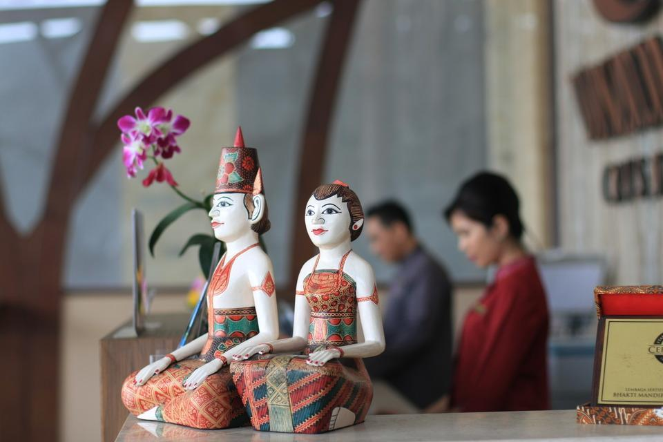 Crystal Lotus Hotel Yogyakarta - Meja Resepsionis
