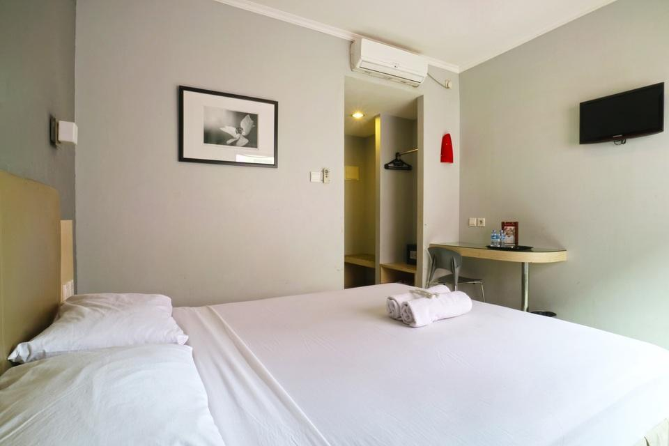 Hotel Antara Jakarta - Deluxe Room With Breakfast Basic Deal 30%