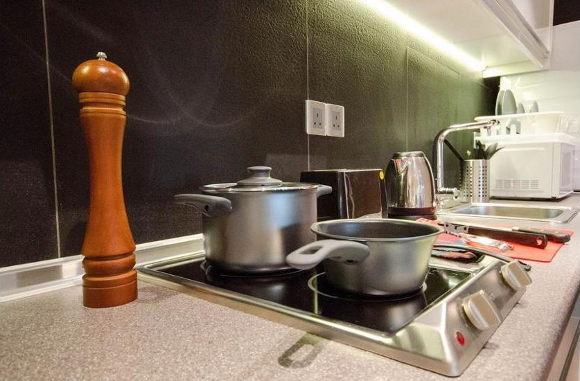 Placin at Crown Regency KL Kuala Lumpur - In-Room Kitchen
