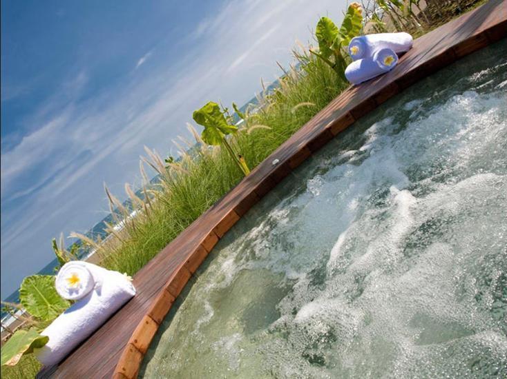 Villa Sound of The Sea Bali - Outdoor Spa Tub