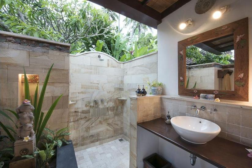Lotus Bungalows Bali - Bathroom