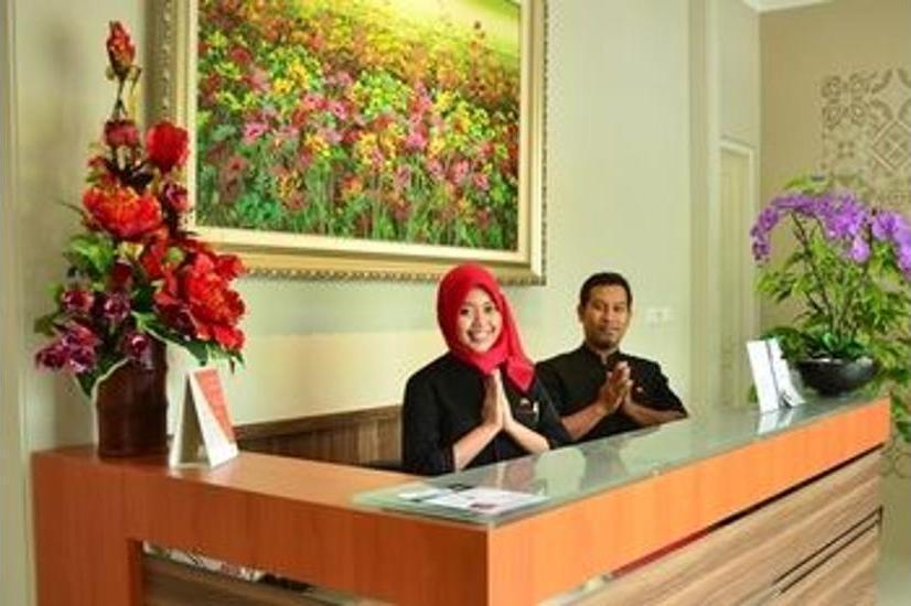 Chiaro Hotel Sidoarjo - Reception