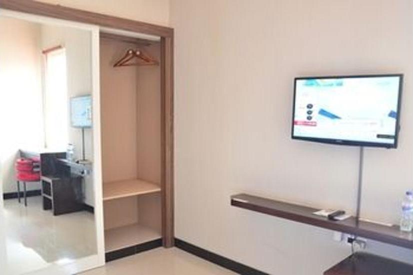 Chiaro Hotel Sidoarjo - Guestroom
