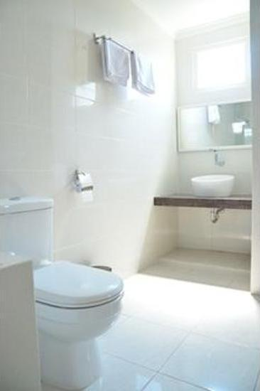 Chiaro Hotel Sidoarjo - Bathroom