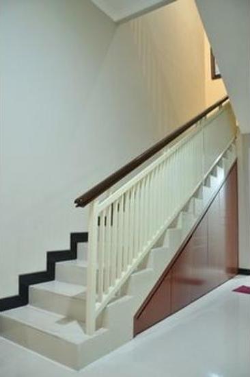 Chiaro Hotel Sidoarjo - Staircase