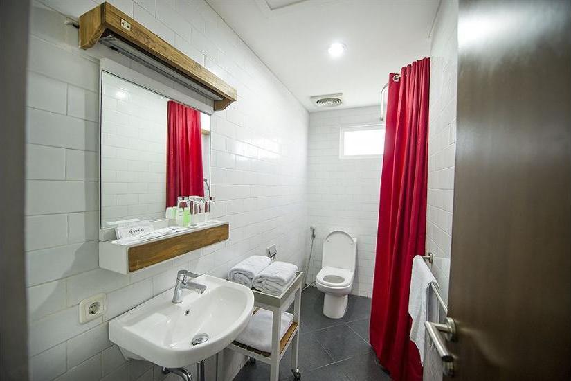 Lokal Hotel Yogyakarta - Bathroom
