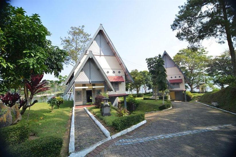 Selorejo Hotel & Resort Malang - Hotel Front