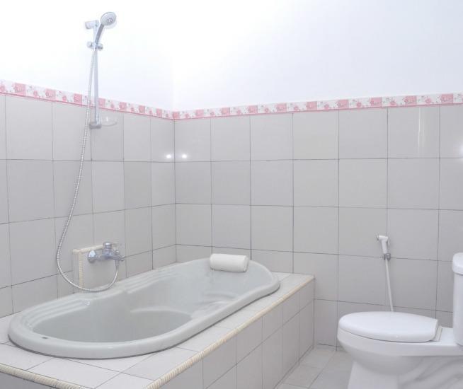 Hotel Suminar Garut - Suite Bathroom