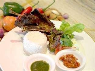 STAR Hotel Semarang - Makanan
