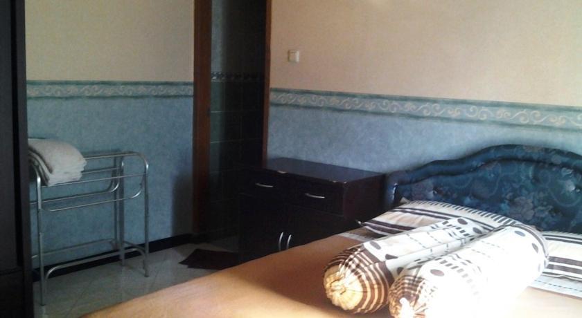 Tjahaja Baroe Homestay Surabaya - Rooms1