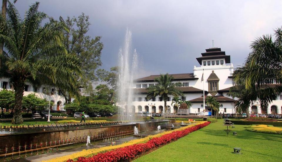Grand Aquila Hotel Bandung - Gedung Sate