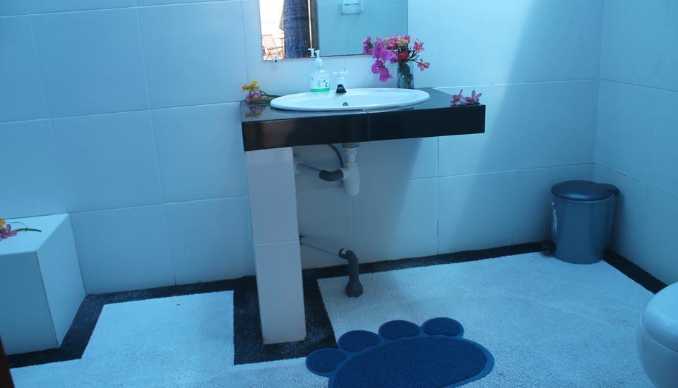 The Place Bungalow & Restaurant Sekotong Lombok - Bathroom