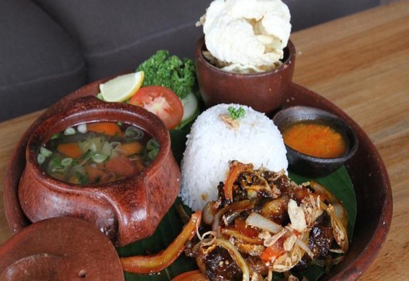 The Silk Hotel Bandung Bandung - Makanan