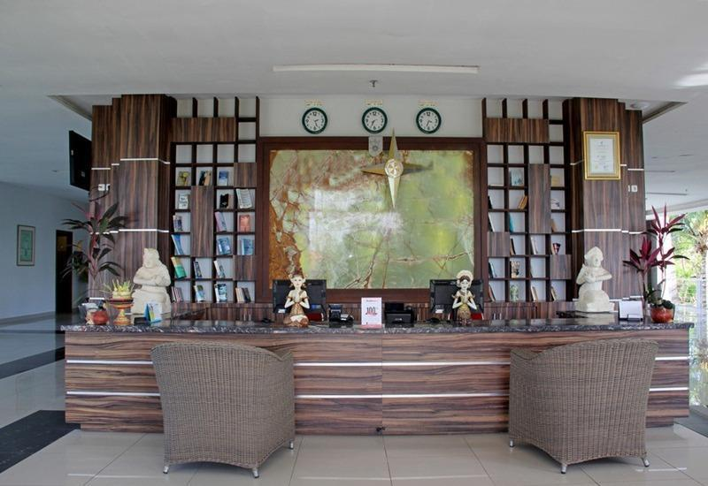 RedDoorz near Dreamland Beach Uluwatu Bali - Resepsionis