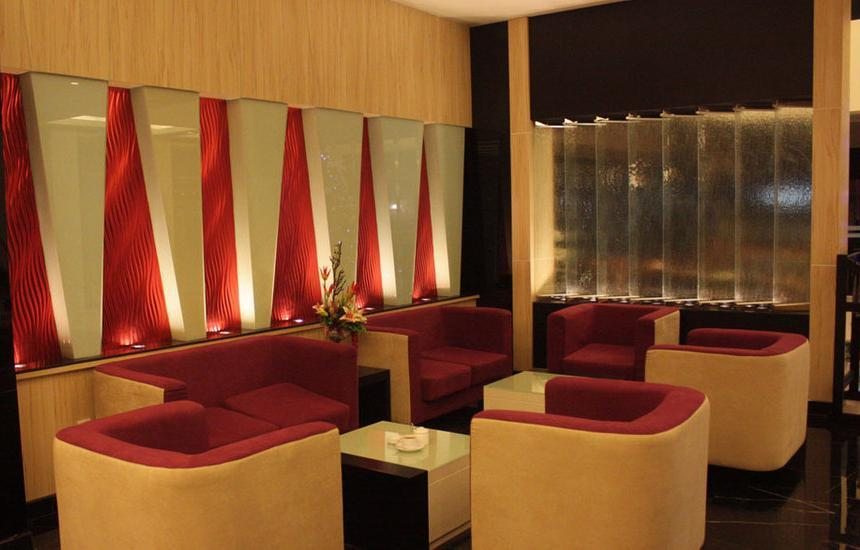 Travello Hotel Manado - Lounge yang romantis