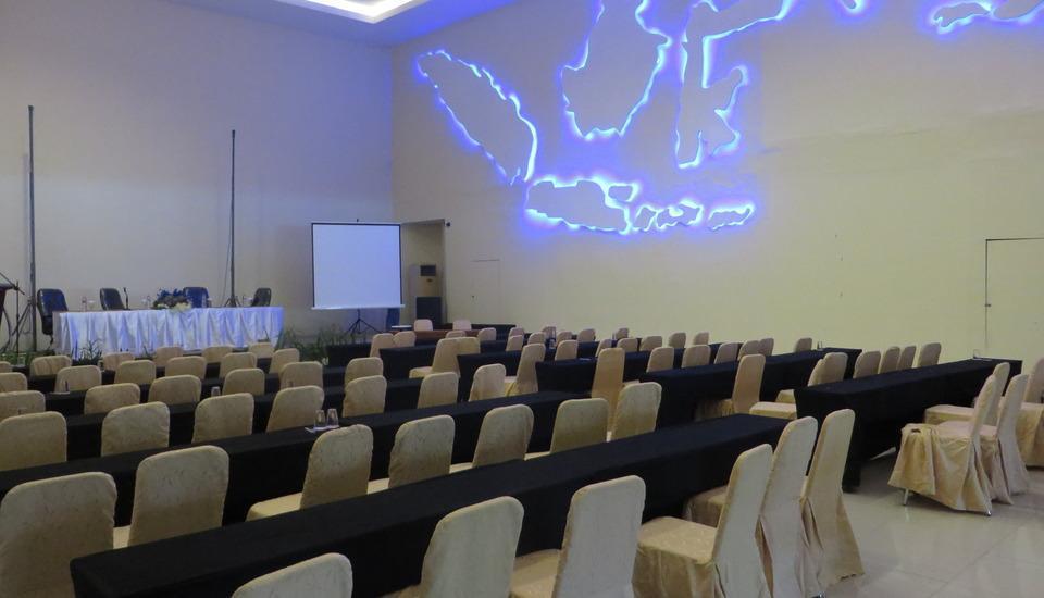 Insumo Palace Hotel & Resort Kediri - Ballroom