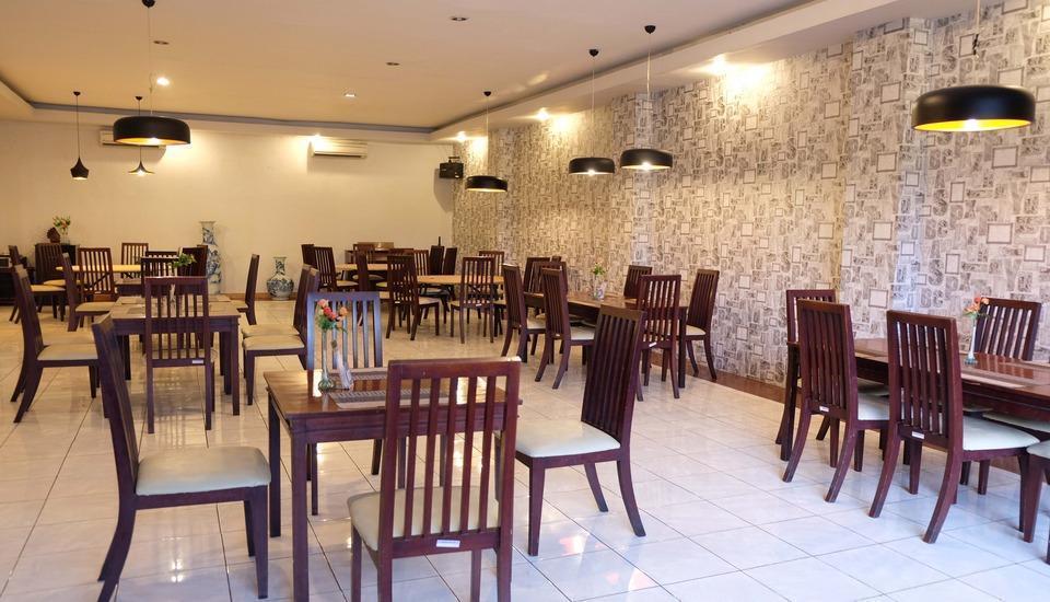 Insumo Palace Hotel & Resort Kediri - Restaurant