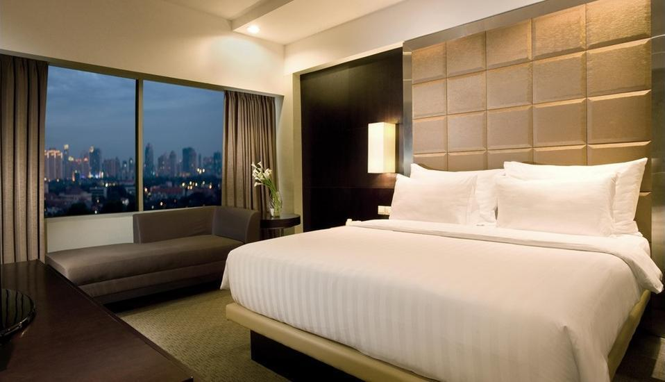 Hotel Santika Premiere Jakarta - Deluxe King Room Deal Of The Day Regular Plan