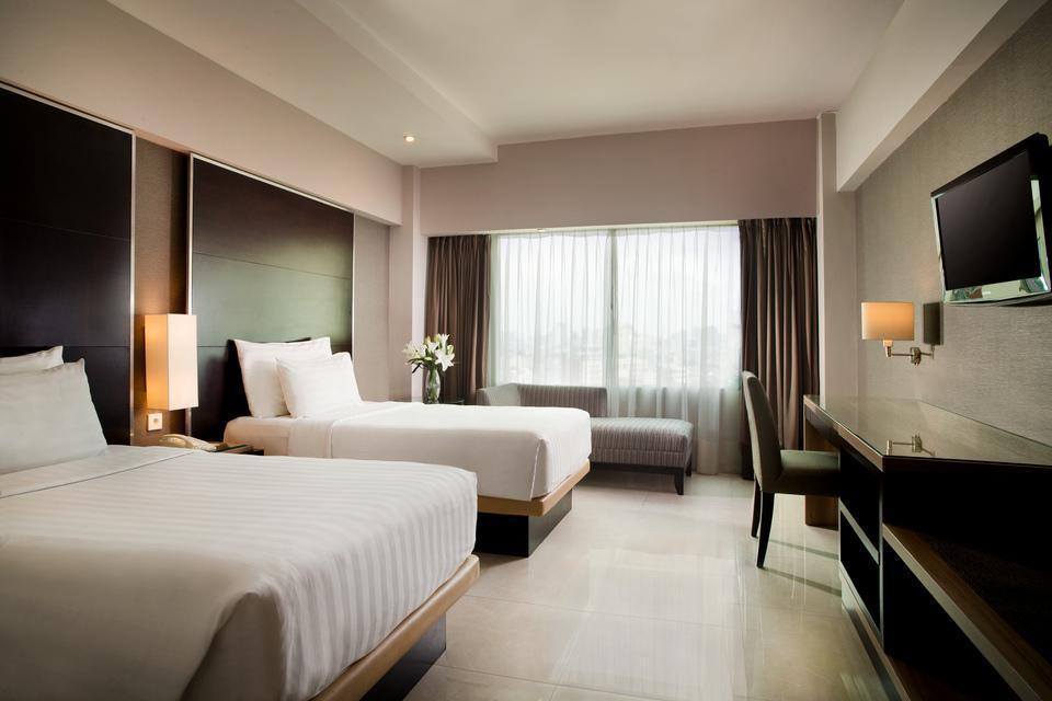 Hotel Santika Premiere Jakarta - Deluxe Room Twin Special Promo Last Minute Deal