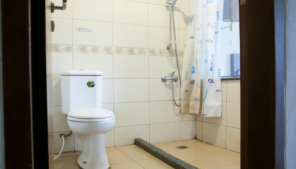 RedDoorz @Erlich Pasir Kaliki Bandung - Kamar mandi