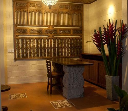 Munari Resort & Spa Ubud Bali - Meja depan