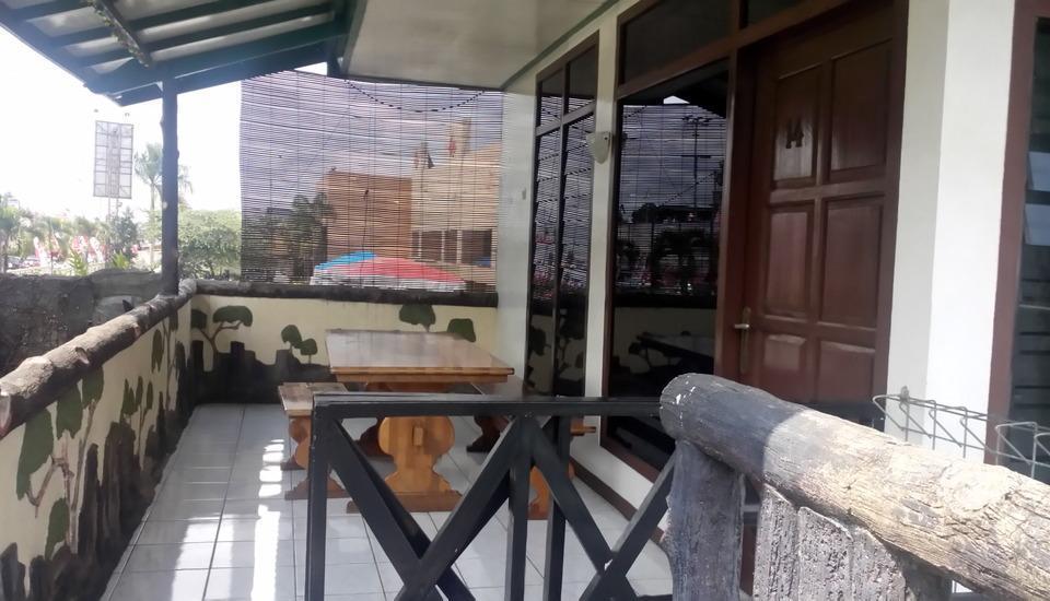 Villa Mas Inn Puncak - Deluxe Balkon