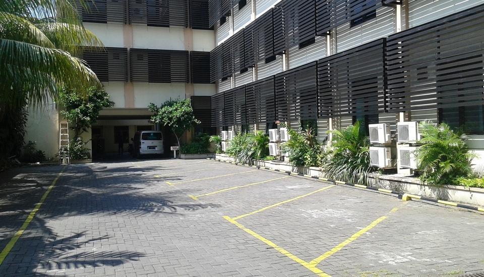 Hotel Fortuna Surabaya - Lapangan parkir kendaraan (belakang)