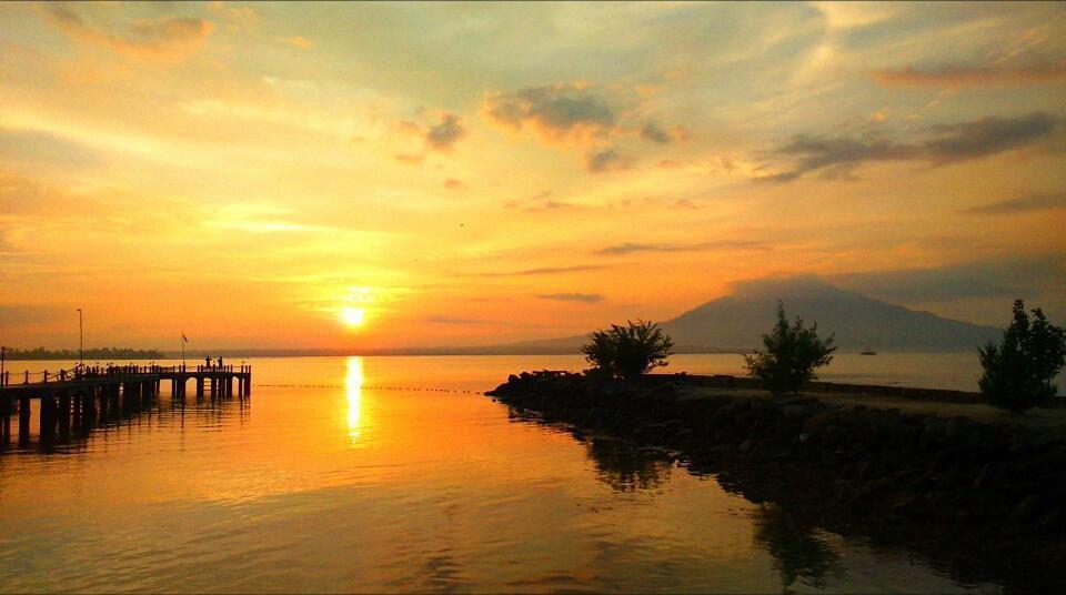 Grand Elty Krakatoa Bandar Lampung - pantai yang indah dengan matahari terbit