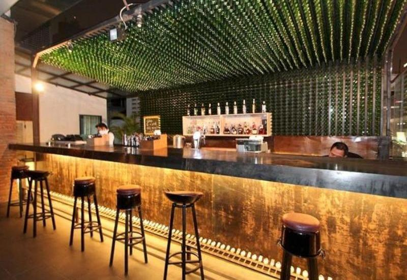 Akmani Hotel Jakarta - Utopia Lounge & Bar
