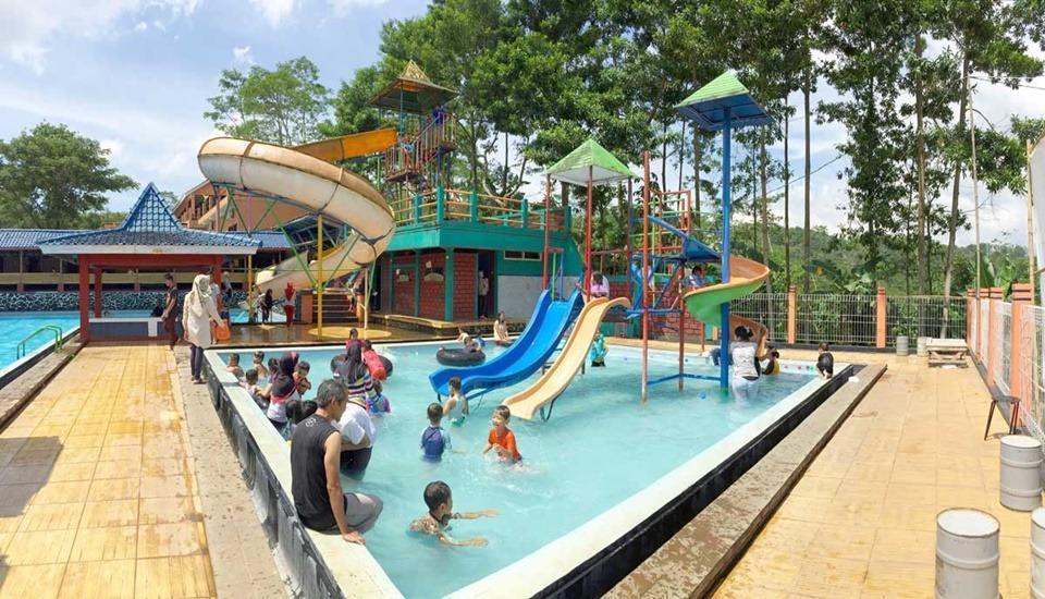 The Colorville Alam Sari Wates Purwakarta - Kolam Renang