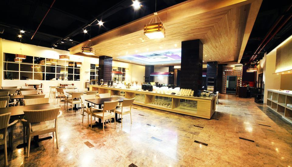 Oak Tree Premiere Bandung - restaurant