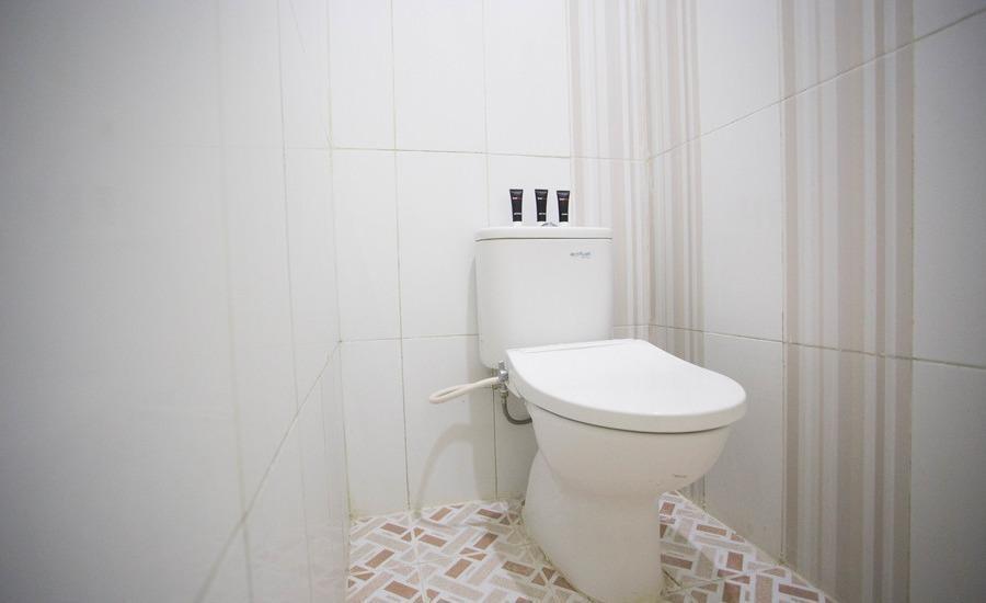 RedDoorz at Bekasi Timur - Kamar mandi
