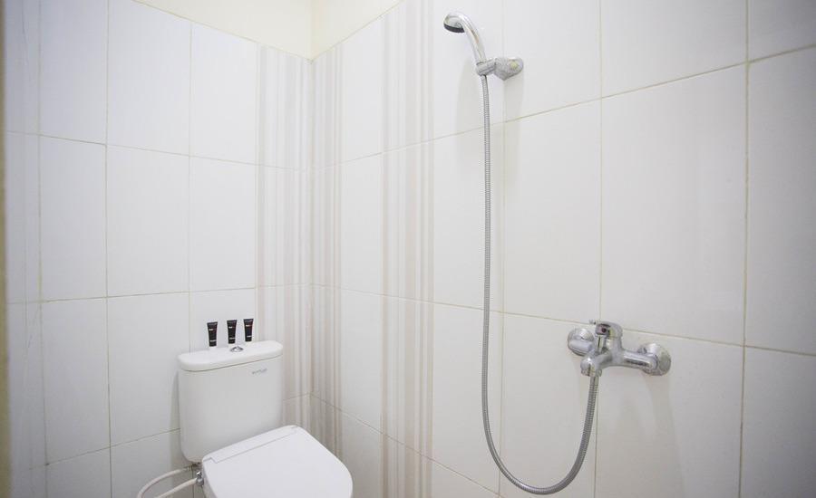 RedDoorz @ Bekasi Timur Bekasi - Kamar mandi
