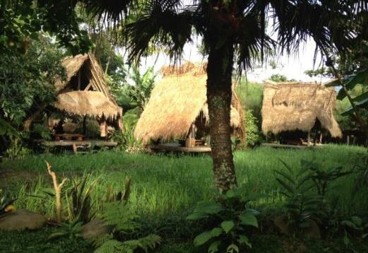 Sapu lidi Resort Hotel Bandung - Saung Lesehan di Restoran