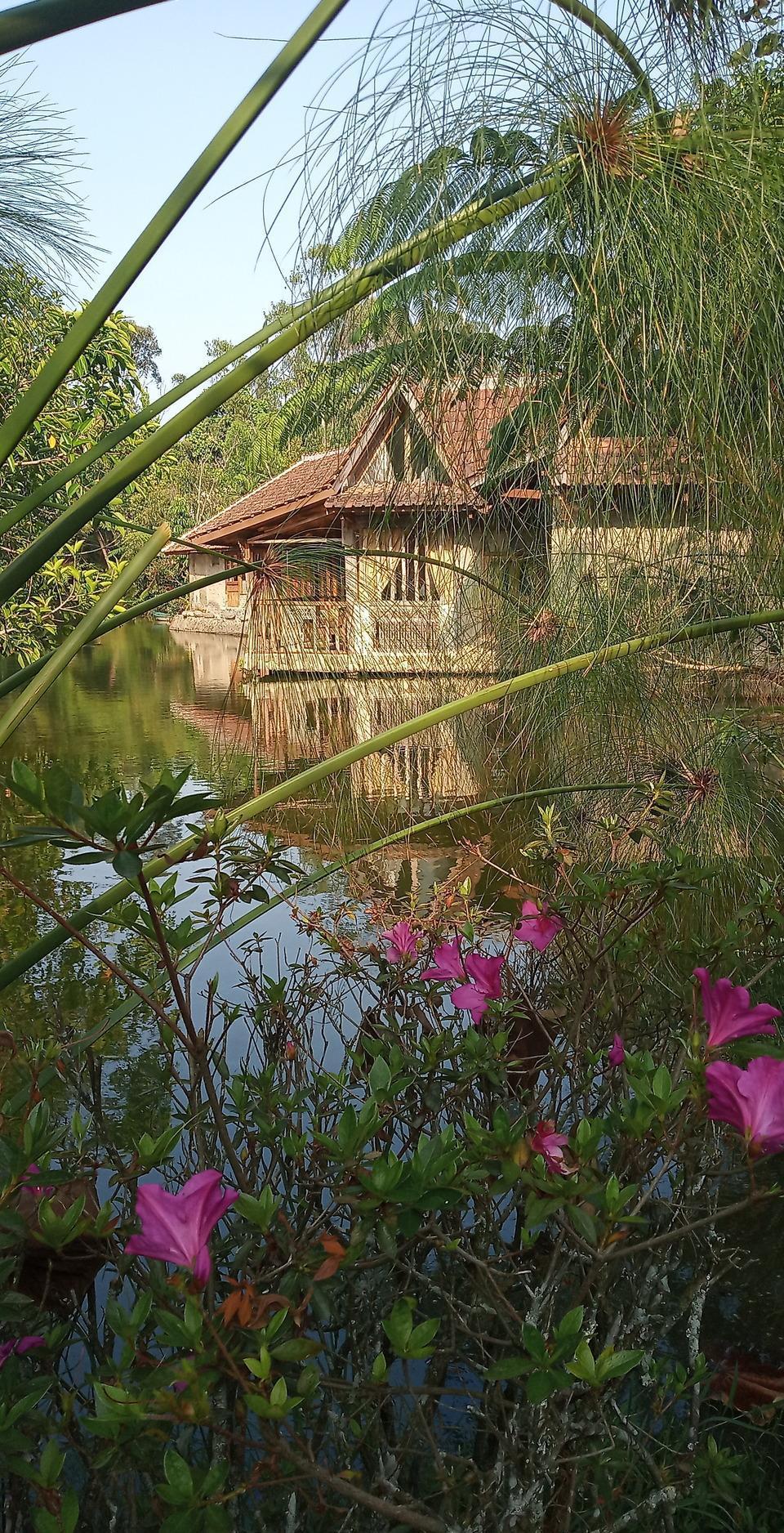 Sapu lidi Resort Hotel Bandung - Suite Pinggir danau