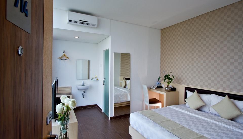 Hotel 88 Grogol - Deluxe Executive Room