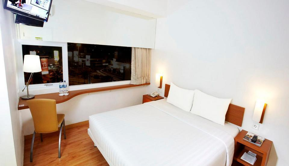 Whiz Hotel Pemuda Semarang - Standard Double Room Business Package Regular Plan