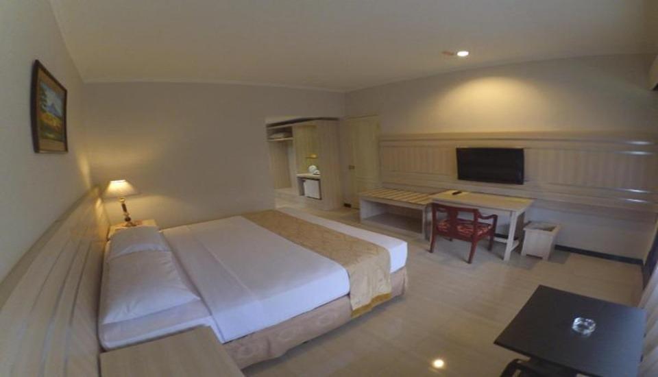 Queen Garden Hotel Purwokerto - Room