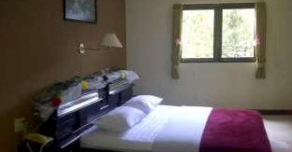 Hotel Tirta Kencana   - kamar deluxe
