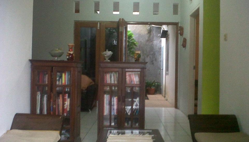 Wening Griya Guest House Semarang - Ruang Tamu