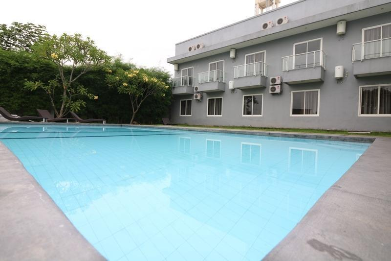 NIDA Rooms Simpang Lima Diponegoro - Kolam Renang