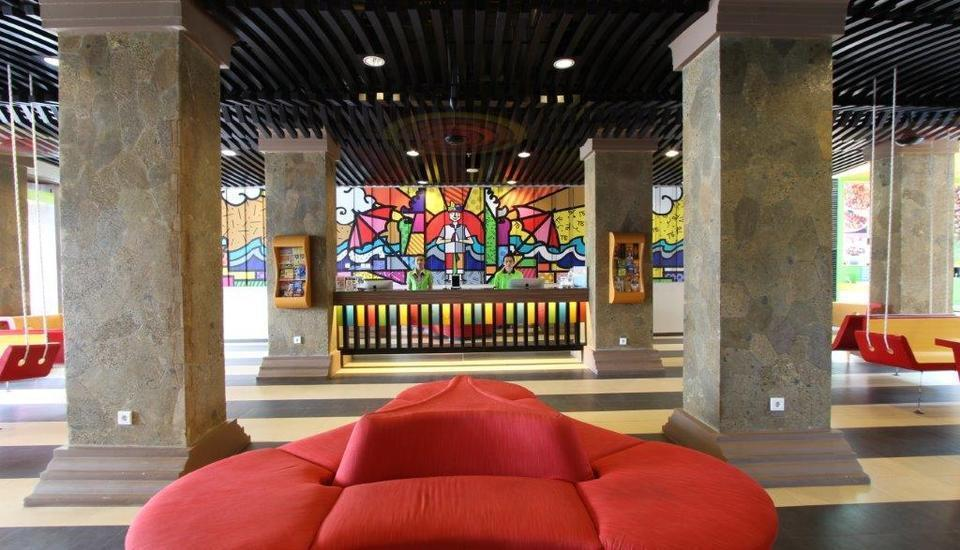 Max One Hotel Legian - Lobby 2