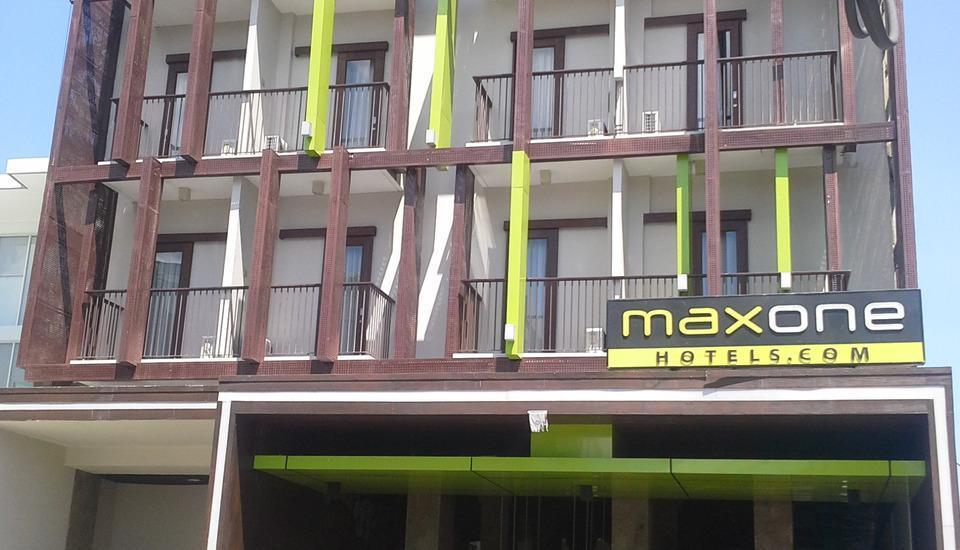 Max One Hotel Legian - Tampilan Luar Hotel