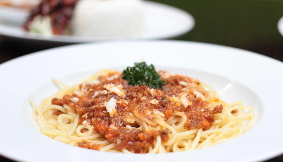 Max One Hotel Legian - MAXBistro Food