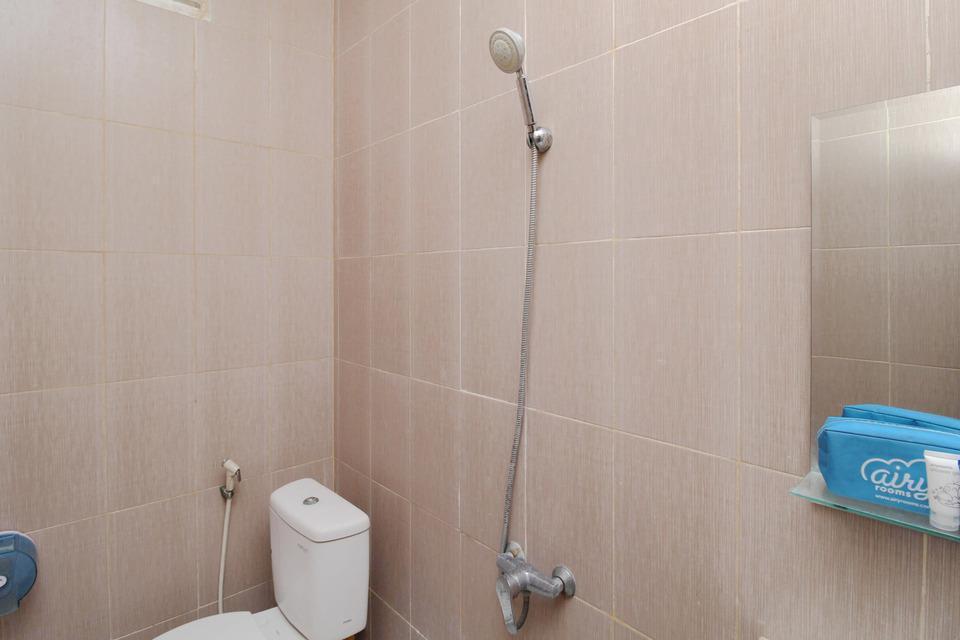 Airy Jimbaran Bypass Ngurah Rai 43 Bali - Bathroom